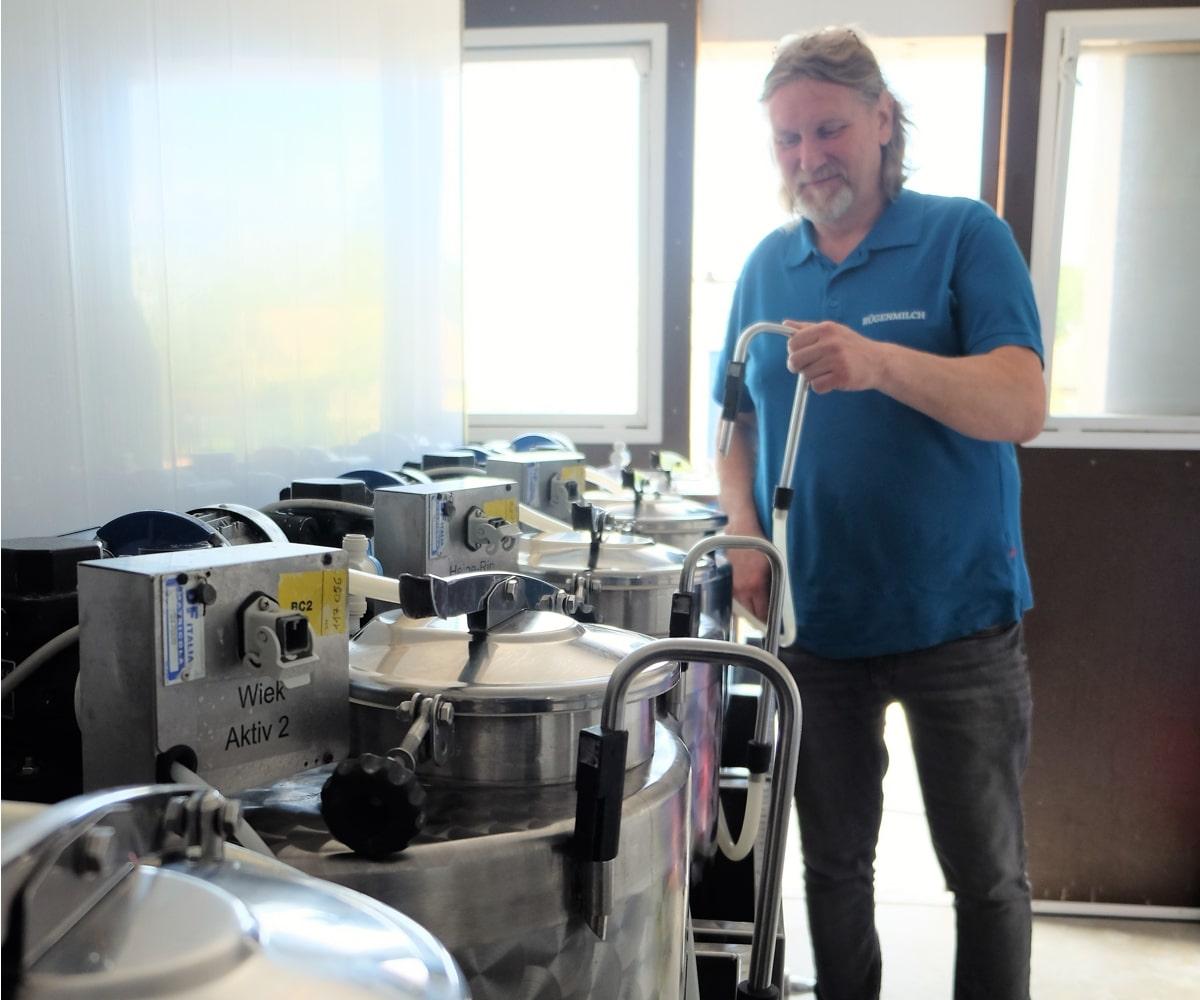 Frisch befüllt und bereit für die Auslieferung: So sieht das Innenleben der Milchtankstellen aus.